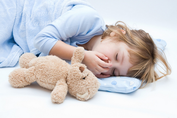 Как помочь ребенку спать отдельно